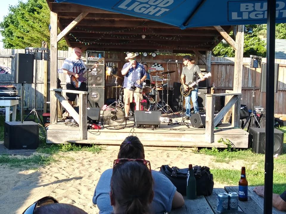 Bands at Bears Showtown USA, Lyndon IL